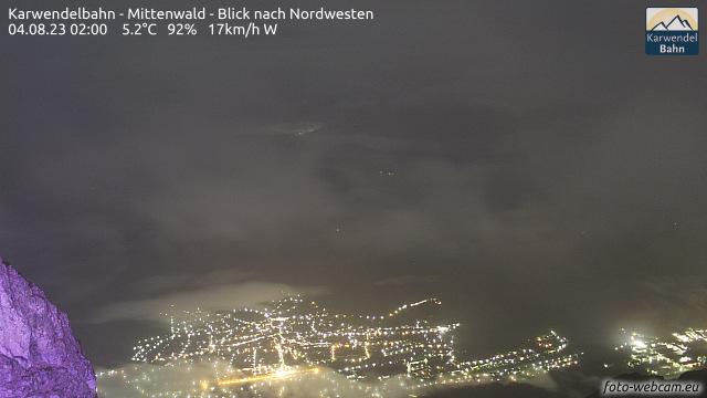 Webcam der Karwendelbahn Mittenwald mit Blickrichtung Nordwesten auf das Wettersteingebirge. Der Blick hilft bei der Frontann�herung.