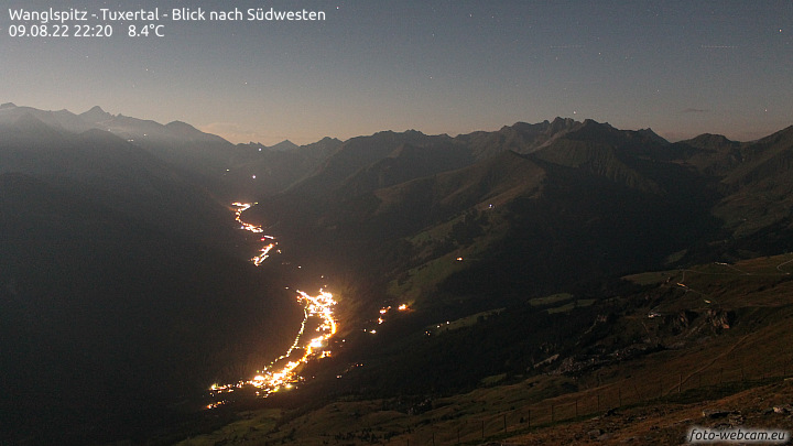 http://www.foto-webcam.eu/webcam/tuxertal/current/720