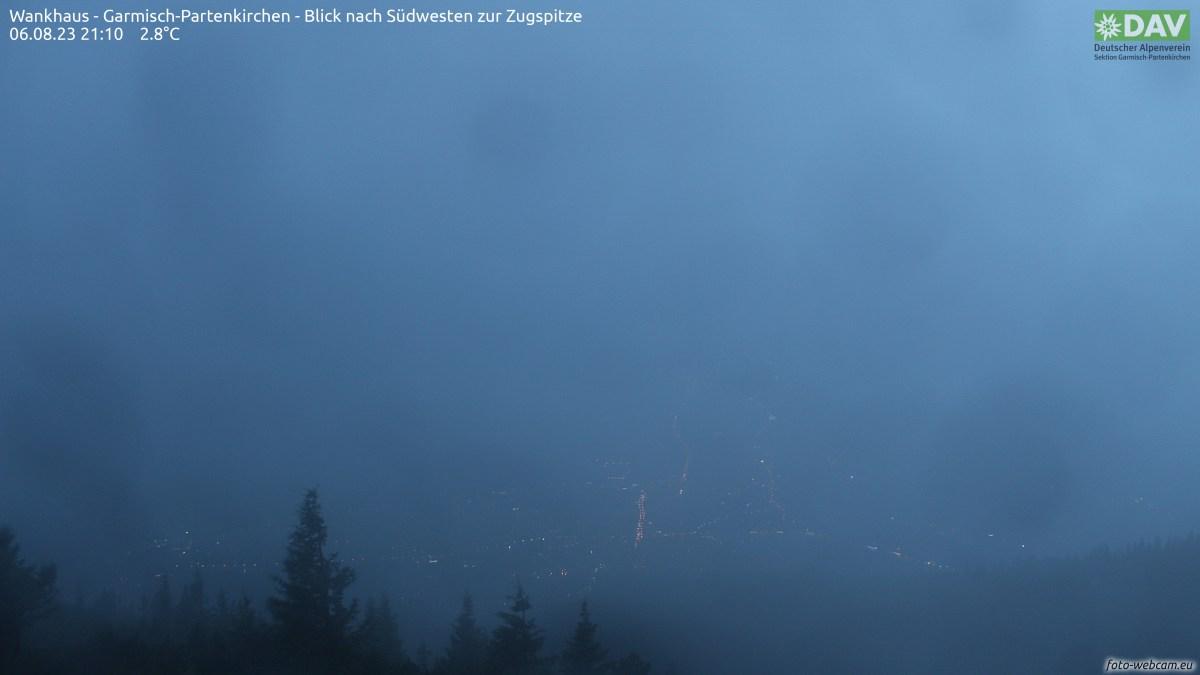 Die Kamera befindet sich am Sendemasten des ORS am Gipfel der Zugspitze und soll den Bau der neuen Eibsee-Seilbahn im Gipfelbereich dokumentieren. Nach Abschluss der Bautätigkeiten wird aus den Bildern ein Langzeit-Zeitraffer erstellt.