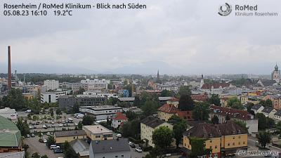 Blick vom Klinikum Rosenheim auf die Bayerischen Alpen